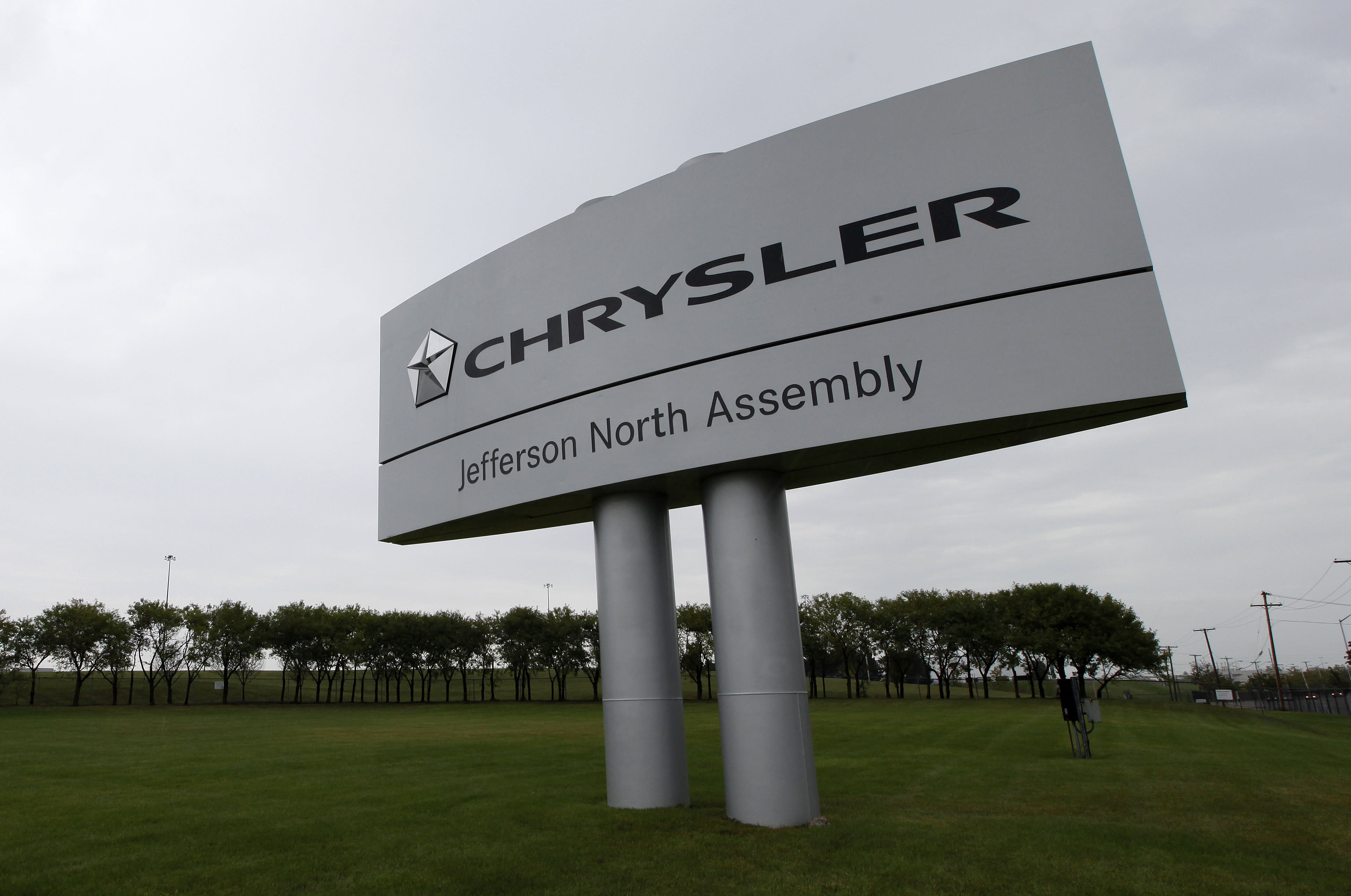 Chrysler not done with GM, Apple's new ad blocker and Disney stays quiet