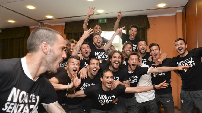 Juventus clinches 30th Serie A title, 3rd in row