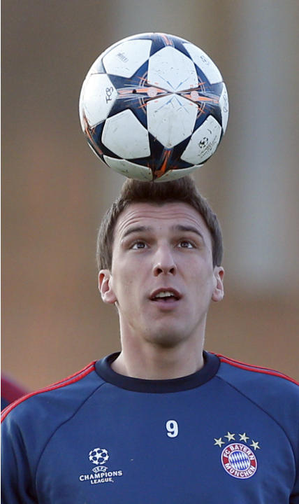 Bayern's Mario Mandzukic of Croatia watches a ball during a training session in Munich, southern Germany, Monday, March 10, 2014, ahead of their round of 16 second leg Champions League soccer matc