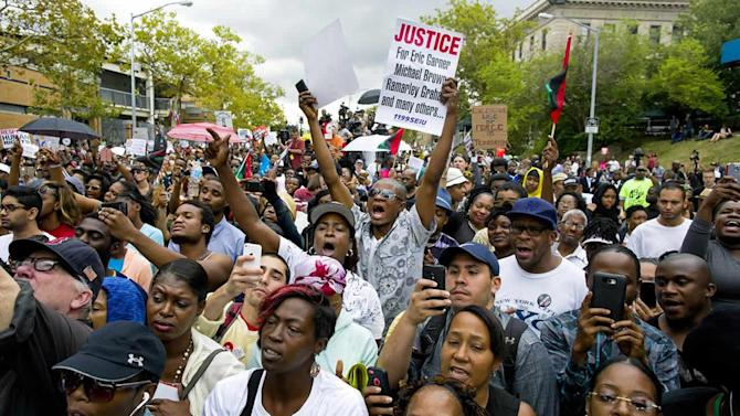No arrests as thousands rally over chokehold death
