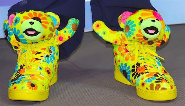 20121216 634912834543290510w jpg 195317 Pictures: Swimmer Ryan Lochte wins 6 golds at the short course world championships, wears ridiculous animal sneakers