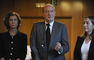 Spain's King Juan Carlos addresses the media next to Spanish Development Minister Pastor and Queen Sofia after visiting the victims of a train crash at Clinico Universitario Hospital in Santiago de Compostela, northwestern Spain
