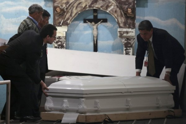 Related Pictures the coffin bearing the body of princess diana is ...