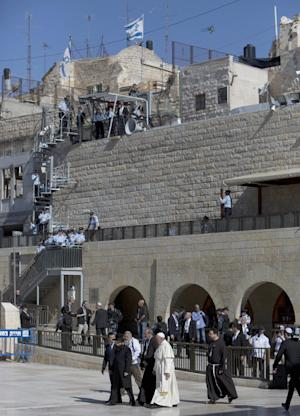 Pope Francis arrives to the Western Wall, in Jerusalem's …