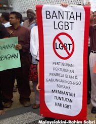 Suaram condemns LGBT bashing by Najib and Anwar