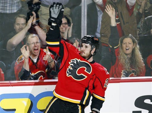 Flames score 3 in 3rd to pull away from Wings