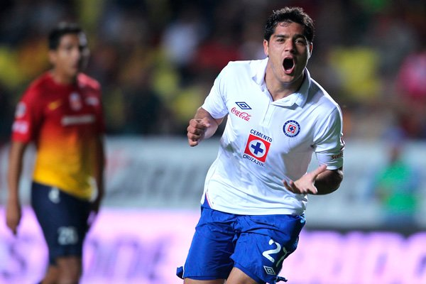 Chestastic! Javier Orozco (Cruz Azul) scores diving chest Golazo V Morelia