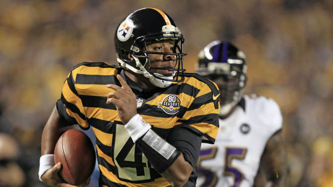 Pittsburgh Steelers quarterback Byron Leftwich (4) out runs Baltimore Ravens linebacker Terrell Suggs (55) on his way to the end zone for a touchdown during the first quarter of an NFL football game, Sunday, Nov. 18, 2012, in Pittsburgh. (AP Photo/Gene J. Puskar)