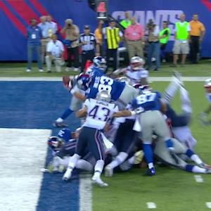 New York Giants running back Peyton Hillis dives in for for a 1-yard TD