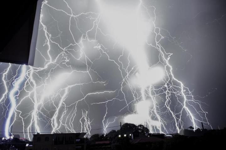 Social media users capture a hell of lightning storm over their city