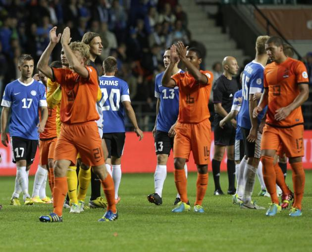 The Netherlands' team players applaud the spectators after their World Cup 2014 group D qualifying soccer match against Estonia in Tallinn
