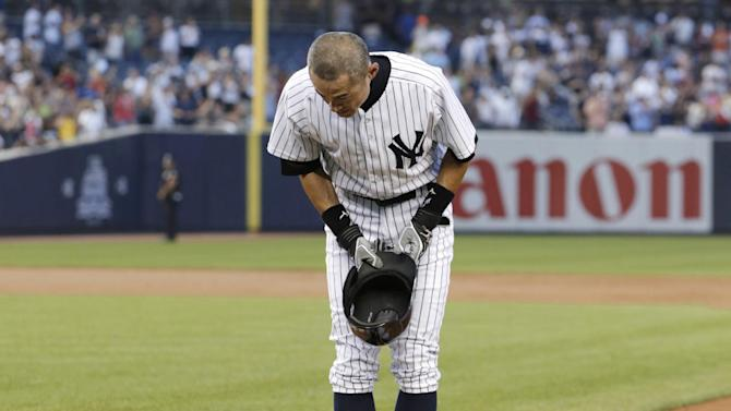 New York Yankees' Ichiro Suzuki bows to the crowd after connecting for his 4,000th career hit in Japan and the major leagues, a single in the first inning of a baseball game against the Toronto Blue Jays at Yankee Stadium, Wednesday, Aug. 21, 2013, in New York. (AP Photo/Kathy Willens)