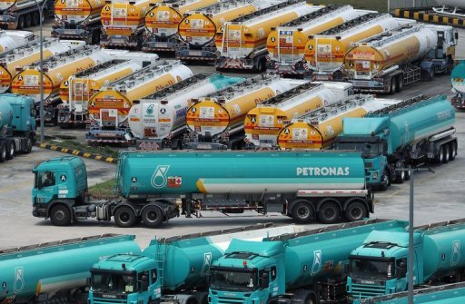 <p>Petronas fuel tanker trucks park at the Klang Valley Distribution Terminal (KVDT) in Dengkil outside Kuala Lumpur. A top Canadian official said his country is not satisfied with the $5.3 billion bid by Malaysian state energy firm Petronas to buy the Canadian gas producer Progress Energy Resources.</p>