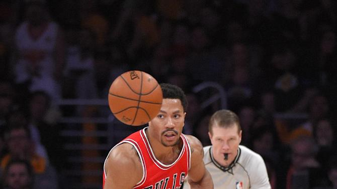 Chicago Bulls guard Derrick Rose dribble the ball during the second half of an NBA basketball game against the Los Angeles Lakers, Thursday, Jan. 29, 2015, in Los Angeles. The Lakers won 123-118 in double overtime. (AP Photo/Mark J. Terrill)