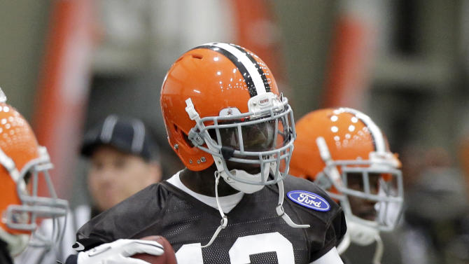 Cleveland Browns wide receiver Josh Gordon  (13) works on a drill during minicamp practice at the NFL football team's practice facility in Berea, Ohio Thursday, June 6, 2013. (AP Photo/Mark Duncan)