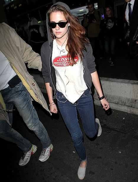 NEW PIC: Kristen Stewart Arrives in Paris