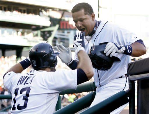 Fielder's 2 HRs help Tigers beat Orioles 5-3