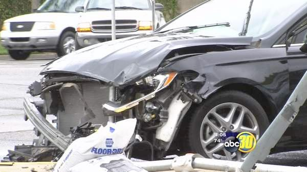 Distracted driving causes multiple car wreck in Clovis
