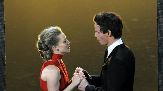 """Actors Amanda Seyfried, left, and Eddie Redmayne, from the cast of """"Les Miserables,"""" perform during the Oscars at the Dolby Theatre on Sunday Feb. 24, 2013, in Los Angeles.  (Photo by Chris Pizzello/Invision/AP)"""