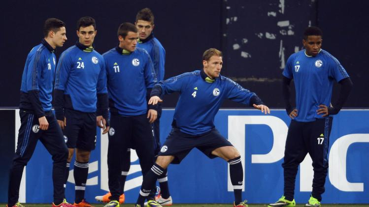Schalke 04's players warm up during a training session in Gelsenkirchen