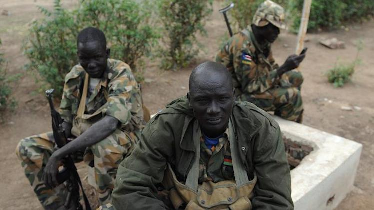 Soldiers from South Sudan's former rebel army the SPLA sit outside the governor's compound in Malakal on January 12, 2014