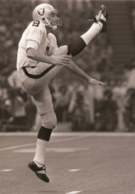 Raiders punter Ray Guy kicks against the Eagles in Super Bowl XV (AP Photo/File)