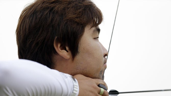 South Korea's Im Dong-hyun aims for the target during an individual ranking round at the 2012 Summer Olympics, Friday, July 27, 2012, in London. Dong-hyun set a world record in the round with a 699 score. (AP Photo/Marcio Jose Sanchez)
