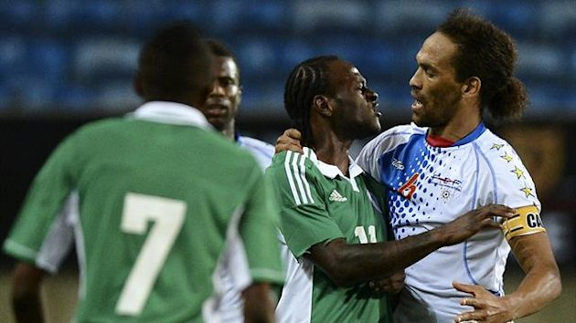 Nigeria&#39;s forward Victor Moses (C) argues with Cape Verde&#39;s defender Nando (R) during the International friendly in Faro (AFP)