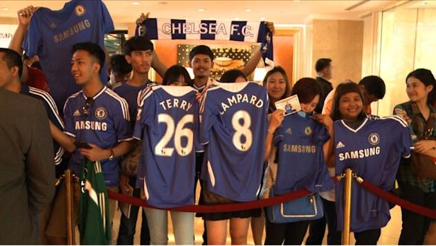 Chelsea arrive in Bangkok