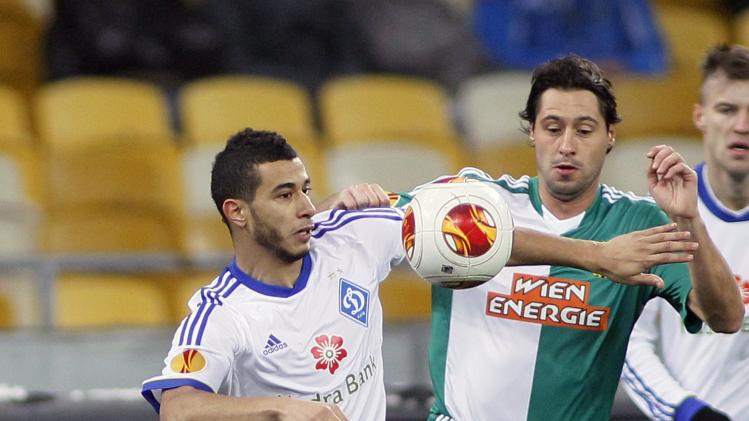 Dynamo Kiev's Belhanda fights for the ball with Rapid Vienna's Boskovic during their Europa League soccer match in Kiev