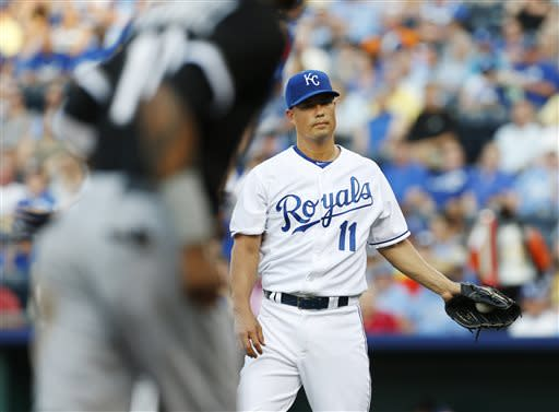White Sox roll to 9-1 win over punchless Royals