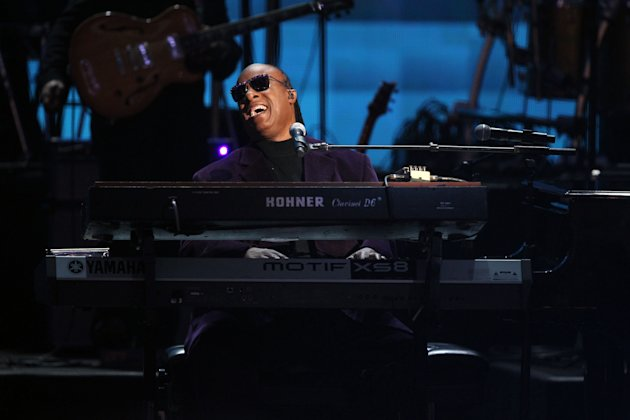 "Stevie Wonder and the Rickey Minor Band perform ""Master Blaster"", ""My Cherie Amour"" and ""Sir Duke"" as a tribute to Dick Clark at the 40th Anniversary American Music Awards on Sunday, Nov. 18, 2012, in Los Angeles. (Photo by Matt Sayles/Invision/AP)"
