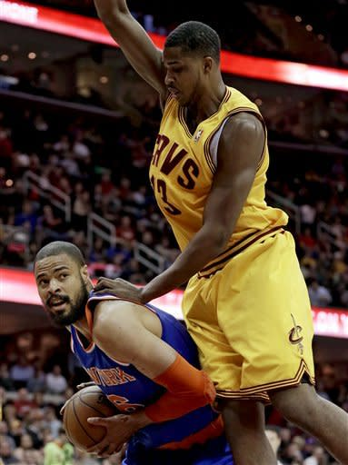 Knicks rally without Melo, beat Cavaliers 102-97