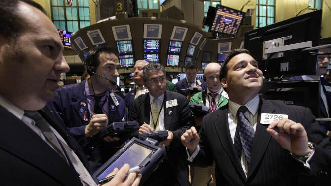 Stocks mostly higher on signs of economic growth