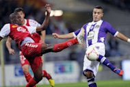 Toulouse&#39;s midfielder Wissam Ben Yedder (R) scores a goal during their French L1 football match against Reims at the Stadium Municipal in Toulouse. The match ended in a 1-1 draw