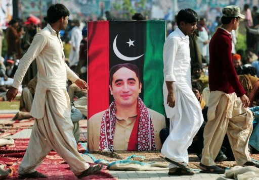 <p>A portrait of Bilawal Bhutto Zardari outside the Bhutto family mausoleum in Garhi Dera Bakhsh on Thursday. The son of Pakistan's slain former prime minister Benazir Bhutto launched his political career Thursday on the anniversary of his mother's death, vowing to continue her fight for democracy.</p>