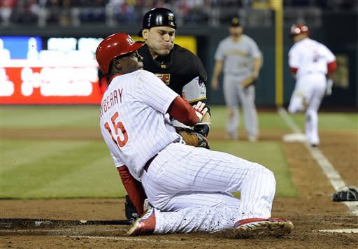 Locke pitches Pirates past Hamels, Phillies 2-0