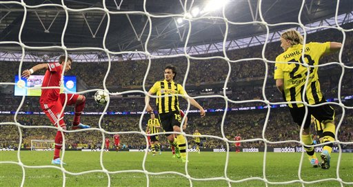 Bayern's Mario Mandzukic of Croatia, left, scores during the Champions League Final soccer match between Borussia Dortmund and Bayern Munich at Wembley Stadium in London. Saturday, May, 25, 2013