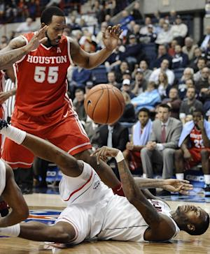 Napier leads UConn to 80-43 rout of Houston