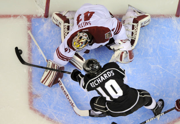Los Angeles Kings center Mike Richards, below, shoots on Phoenix Coyotes goalie Mike Smith during the first period in Game 4 of the NHL hockey Stanley Cup Western Conference finals, Sunday, May 20, 20