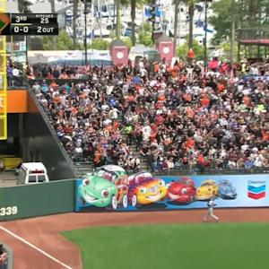 Bumgarner goes yard off Kershaw