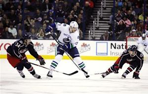 Raymond, Luongo lead Canucks to win over Jackets