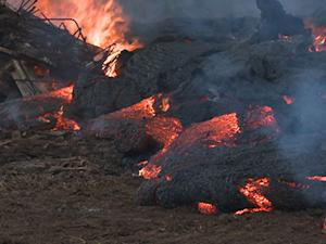 Raw: Molten Hot Lava Surges in Hawaii