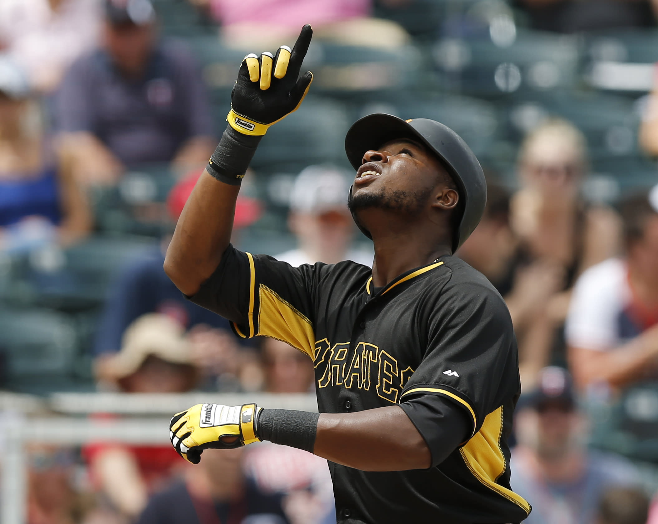 Polanco, Sanchez HR, Pirates top Twins in rain