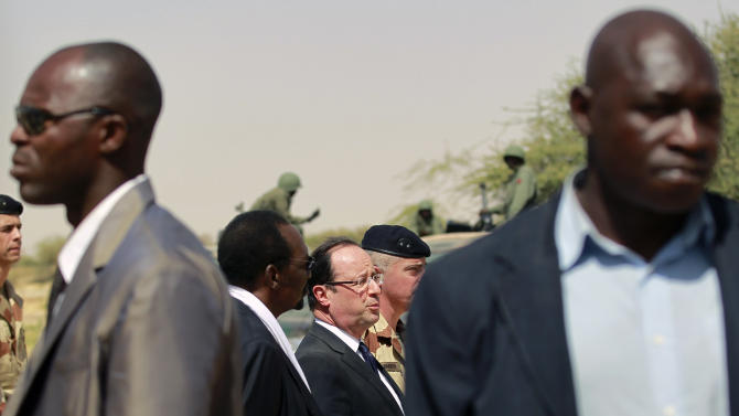 French President Francois Hollande addresses the troops at the airport following his two-hour-long visit to Timbuktu, Mali, Saturday Feb. 2, 2013.  (AP Photo/Jerome Delay)