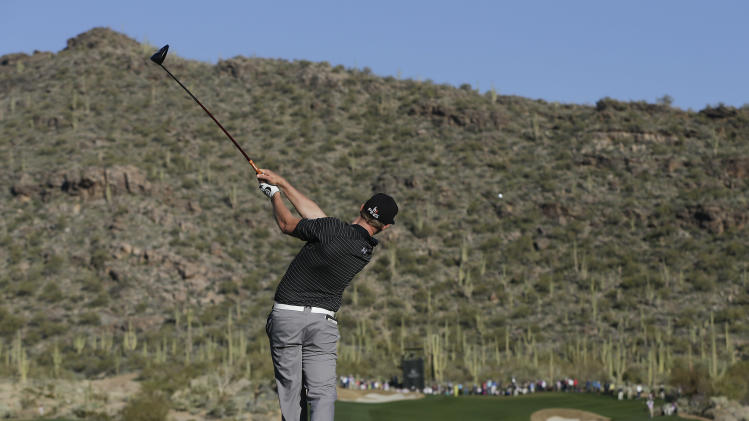 Hunter Mahan hits a tee shot off the 15th hole in the quarterfinal round of play against Webb Simpson during the Match Play Championship golf tournament, Saturday, Feb. 23, 2013, in Marana, Ariz. Mahan won 1-up. (AP Photo/Julie Jacobson)