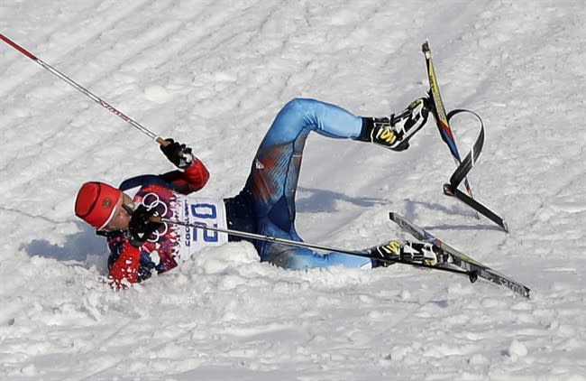 Canadian coach helps Russian with broken ski in Sochi cross-country race