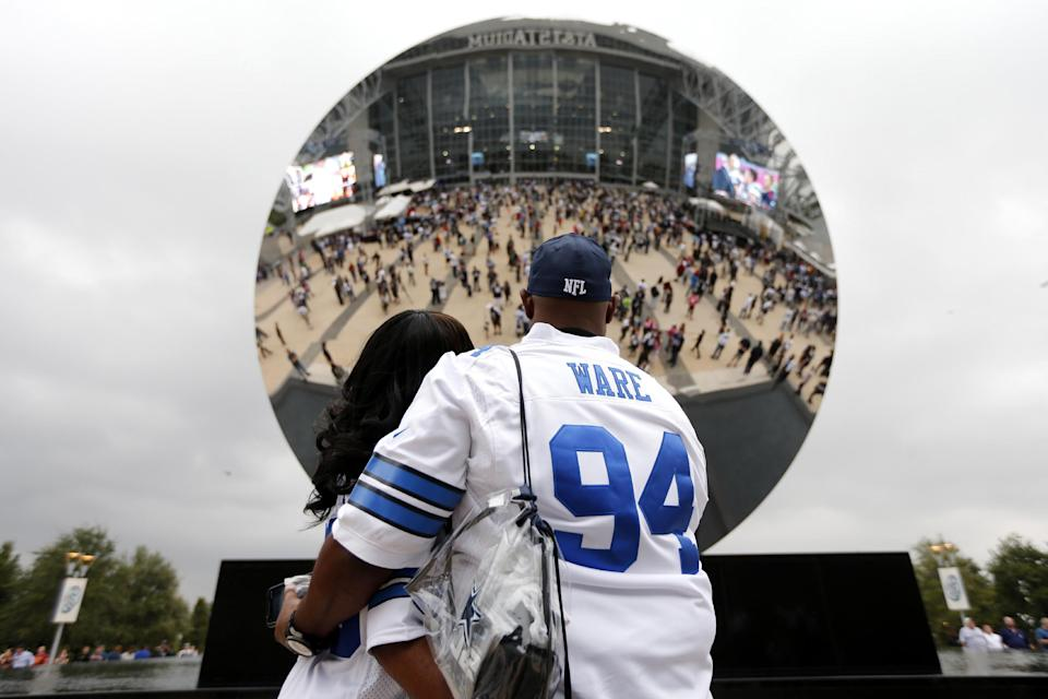 Dallas football stadium gets 'Sky Mirror' artwork