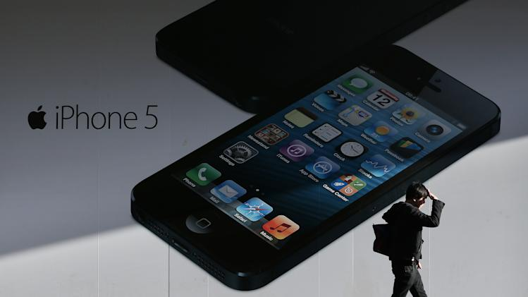 Apple Shares Fall on News of iPhone 5 Supply Cutback