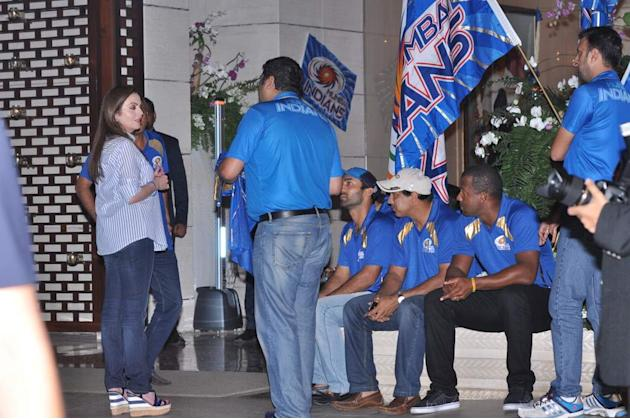Nita Ambani chats with a member of the Mumbai Indians
